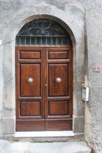 Az ajtó javítás Budapest környékén lehetséges
